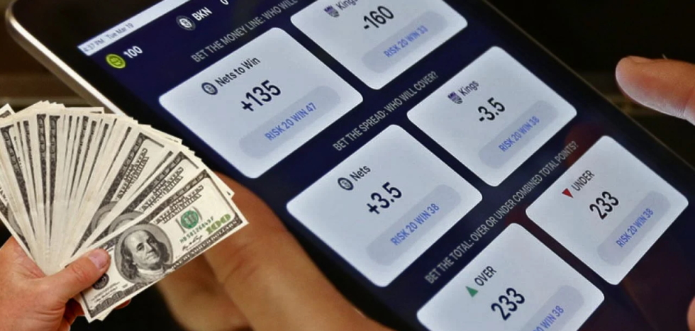 What is Moneyline bet in sports betting?